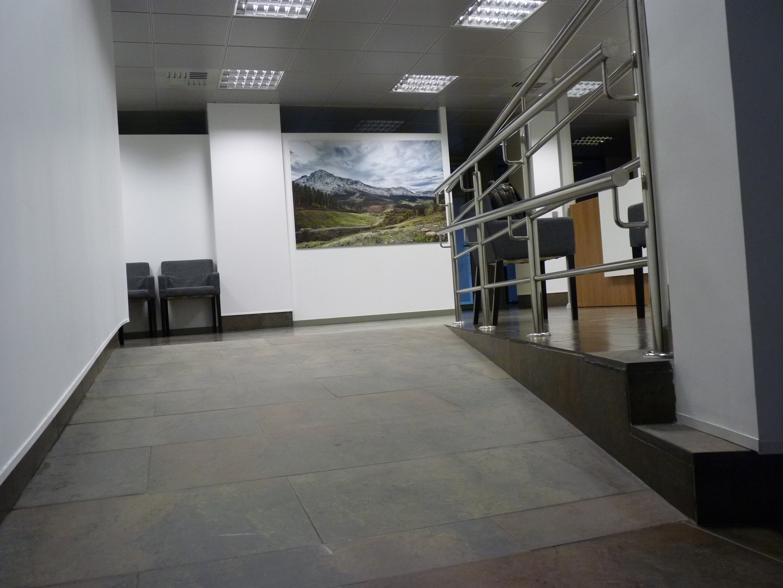 Rampa e acceso - Notario Javier Diez